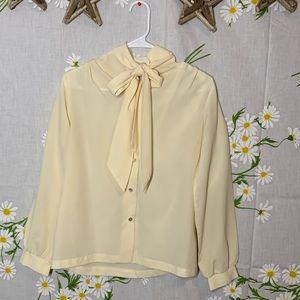 Vintage creme pussy bow blouse
